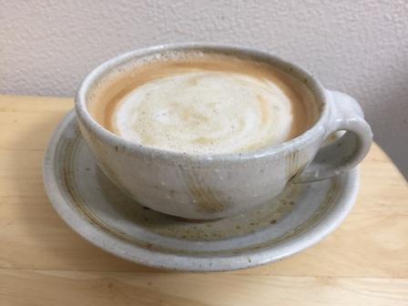 黒糖を入れてコーヒーをアレンジした写真