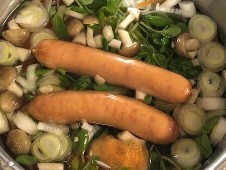 シャウエッセンを入れた野菜スープの写真