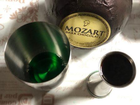 モーツァルト ブラックチョコレートを使ったカクテル作り写真